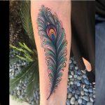 Top 109 des meilleures idées de tatouage de plumes de paon - [2020 Inspiration Guide]