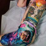 Tatouage côté sirène coloré
