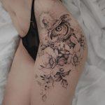 Tatouage Hibou & Fleurs Hanche