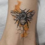 Tatouage d'abeille: le guide complet (En images) - TattooList