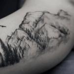 Tatouage de montagne : guide et idées (En images) - TattooList
