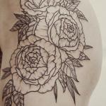 Tatouages de fleurs stylisés : les plus beaux dessins (En images) - TattooList